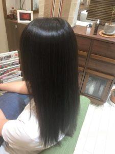 女性の髪 後ろ姿